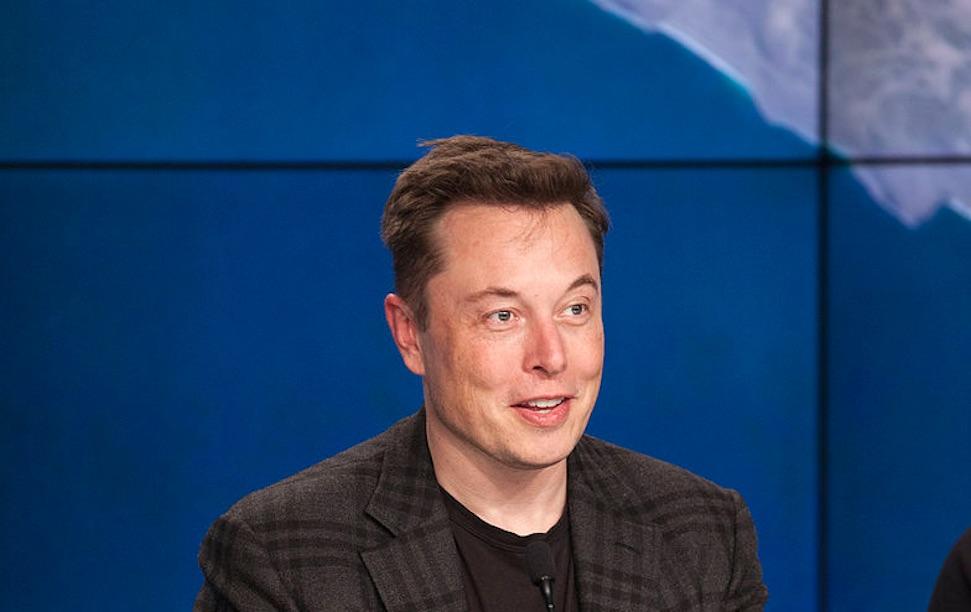 Musk test positief, ontpopt zich wederom als gigantische Covidiot – Autoblog.nl