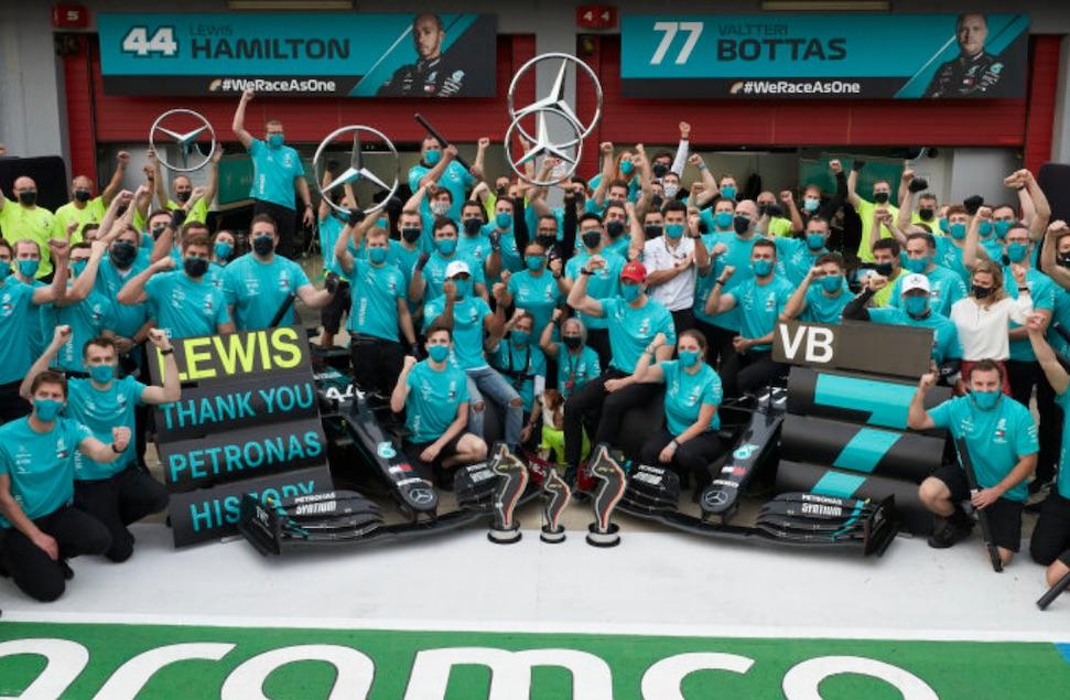 "Kersvers kampioen Hamilton: ""Blijf graag vanwege racisme en milieu"" – Autoblog.nl"