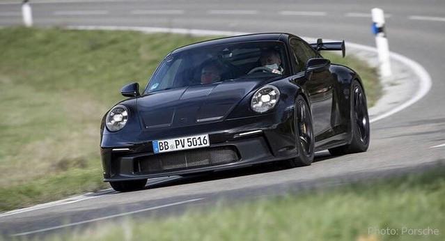 Gelekt: dit is de neus en het interieur van Porsche 992 GT3 – Autoblog.nl