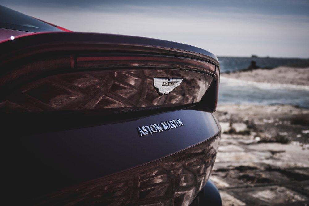 De toekomst van Aston Martin: veel derivaten, V12 onduidelijk – Autoblog.nl