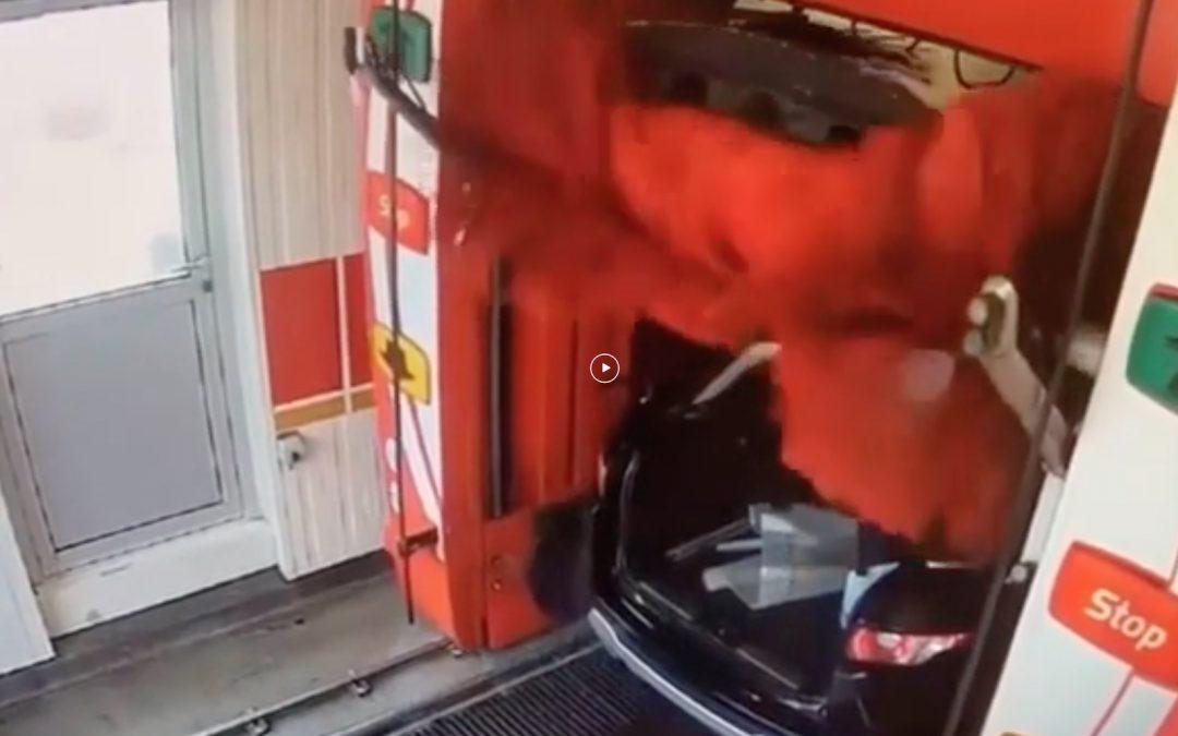 Video: zo maak je NIET je kofferbak schoon in de wasstraat – Autoblog.nl