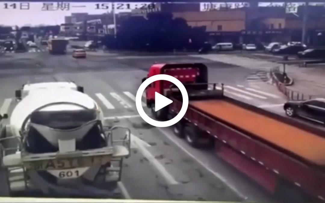 Video – Dit gebeurt er als je remt met een losse stalen plaat achterin – Autoblog.nl