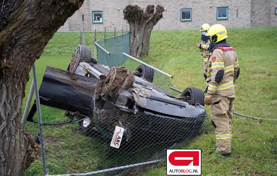 Porsche Macan Turbo imiteert treurwilg in Zevenaar – Autoblog.nl