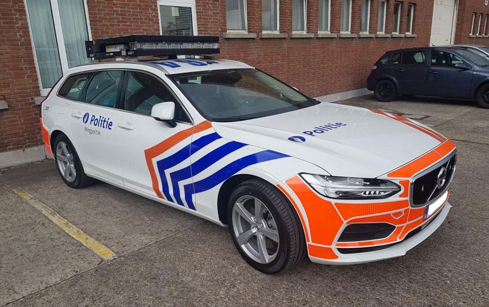 Video – Belgische politie slingert over de snelweg – Autoblog.nl
