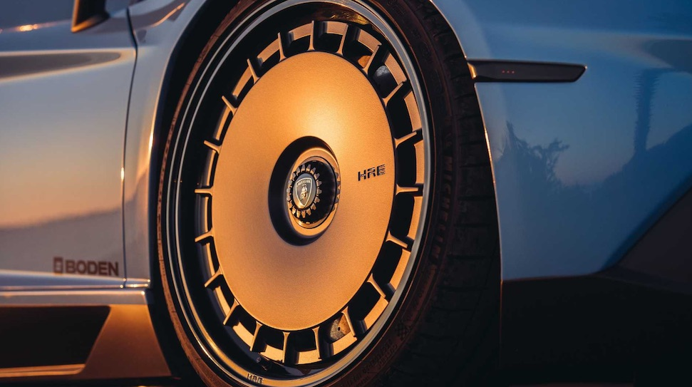 Putdeksels op een Lamborghini, mag dat? – Autoblog.nl