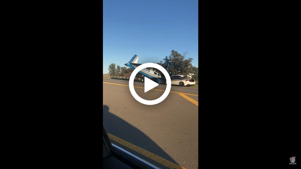 Video – Lexus wordt aangereden door… een vliegtuig – Autoblog.nl