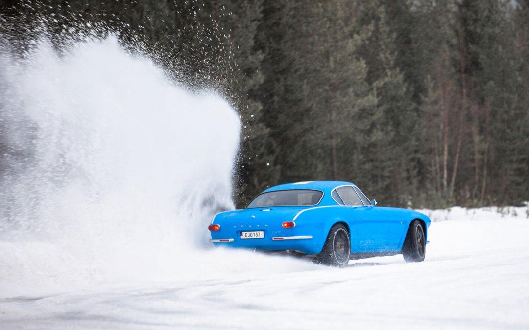 Video – Volvo P1800 Cyan gaat los in de sneeuw – Autoblog.nl