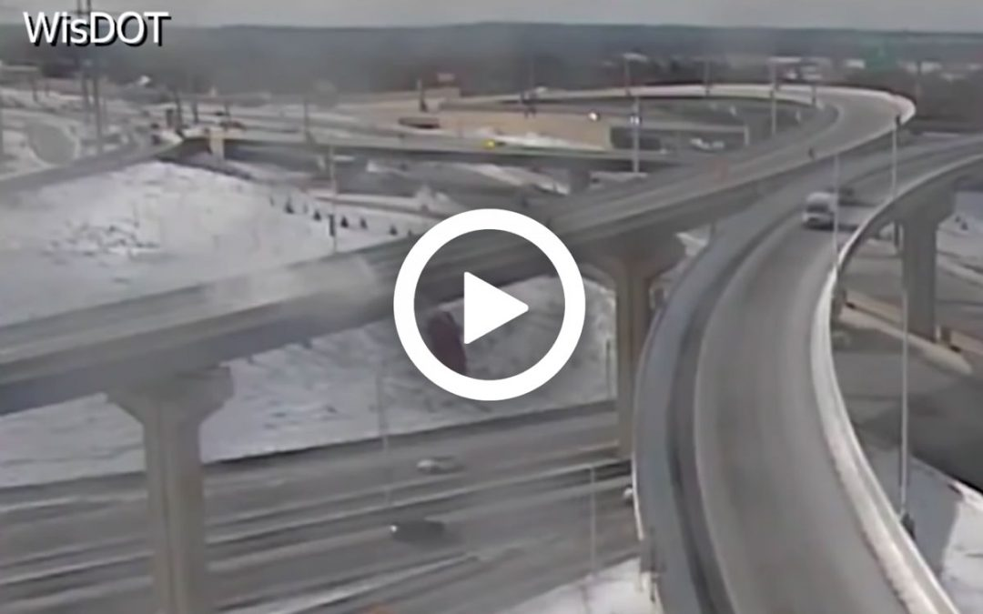 Video – Auto stort van 20 meter hoog viaduct – Autoblog.nl