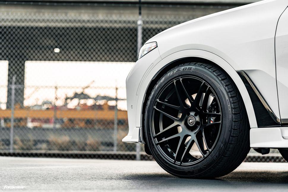 22 inch velgen klein maken doe je met dikke BMW X7 – Autoblog.nl