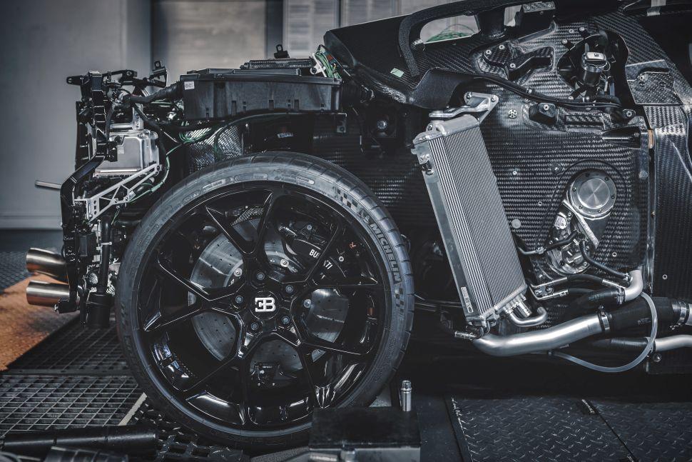 Zo ziet een Bugatti er onder de carrosserie uit – Autoblog.nl
