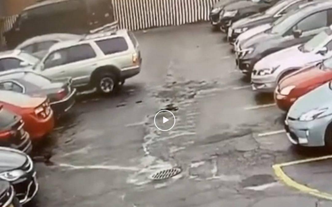 Video: rustig uit een parkeervak rijden… – Autoblog.nl