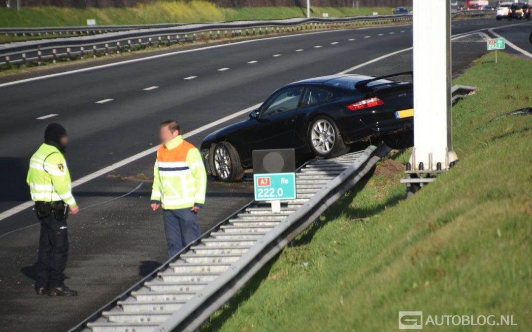 Porsche 997 GT3 belandt in de vangrail op de A7 – Autoblog.nl