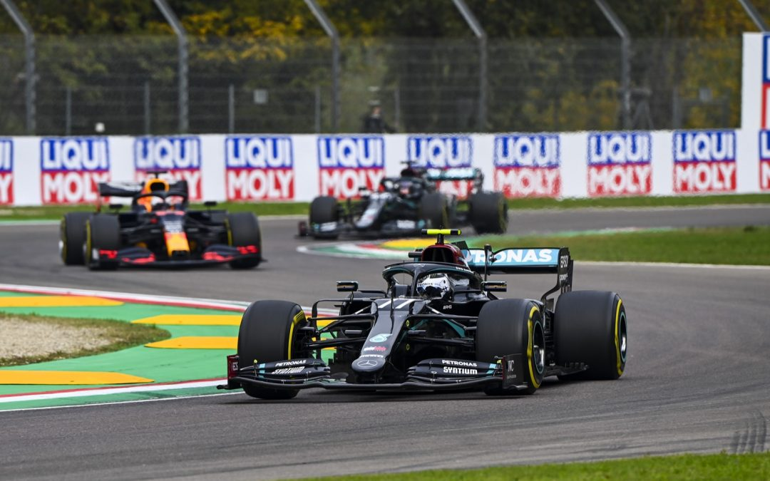 Video: Verstappen pakt Hamilton tijdens GP Imola – Autoblog.nl