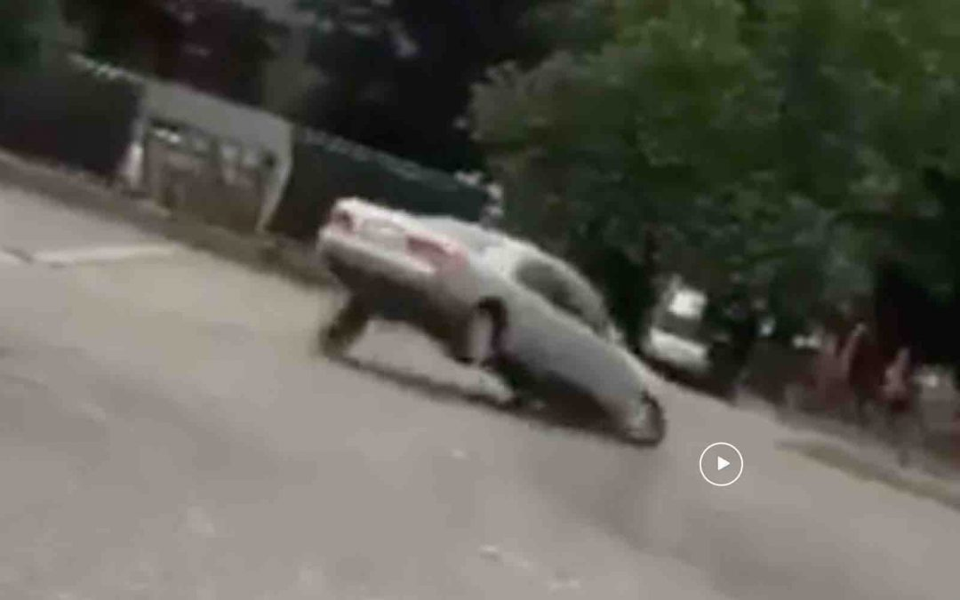 Video: Mercedes diesel drift zijn wiel eraf – Autoblog.nl