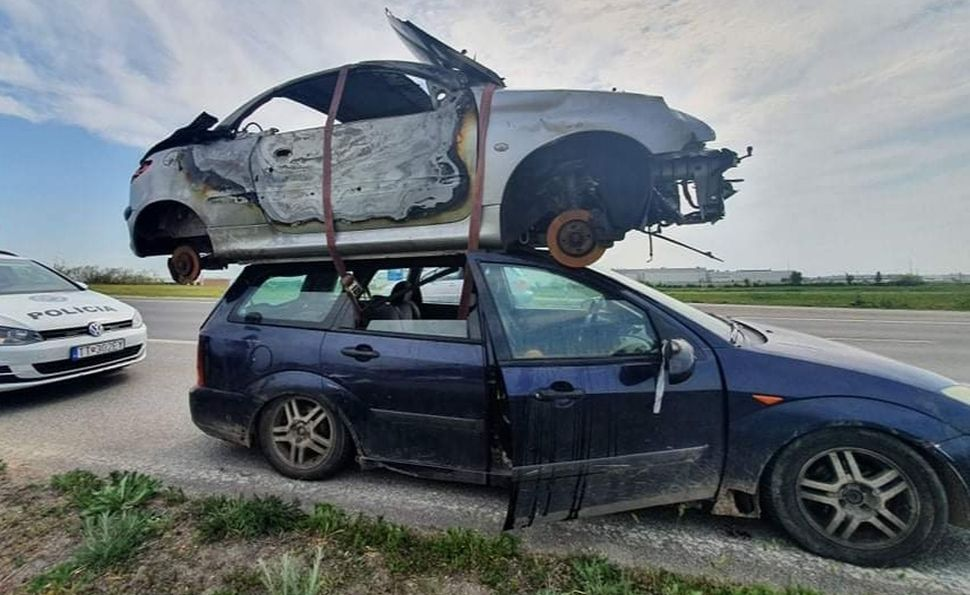 Nee, dit is geen Top Gear-esque 'dubbeldekkerauto' – Autoblog.nl