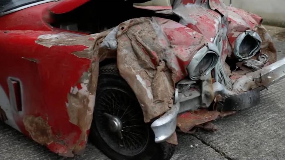 Totaal vernaggelde Jaguar brengt pretty penny op – Autoblog.nl