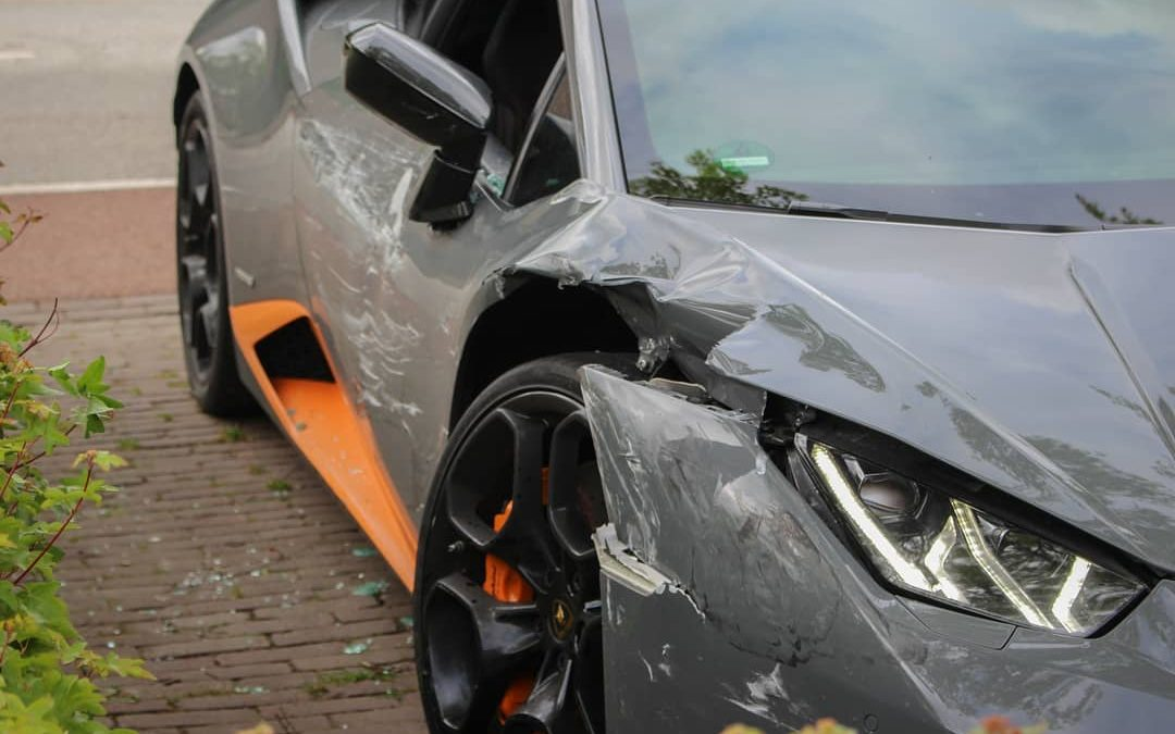 Nijmeegse bruiloft eindigt met twee beschadigde Lambo's – Autoblog.nl