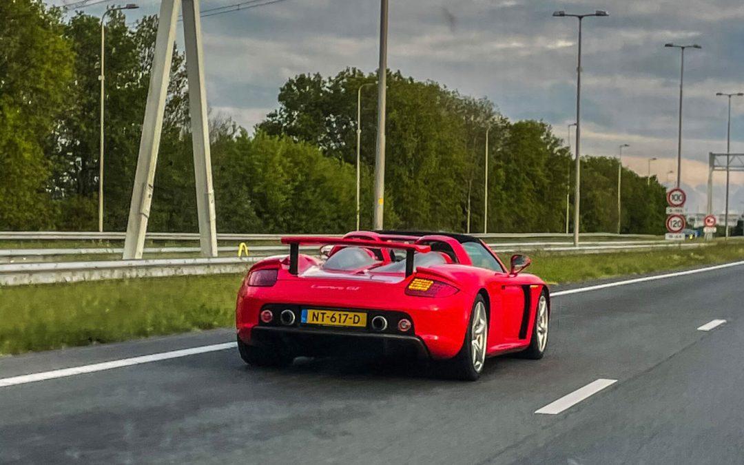Gespot: een knalrode Carrera GT op geel kenteken – Autoblog.nl