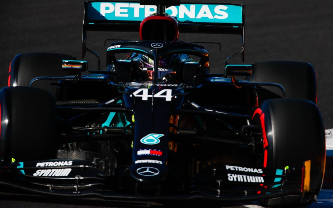 Video: Hamilton pakt Verstappen – Autoblog.nl