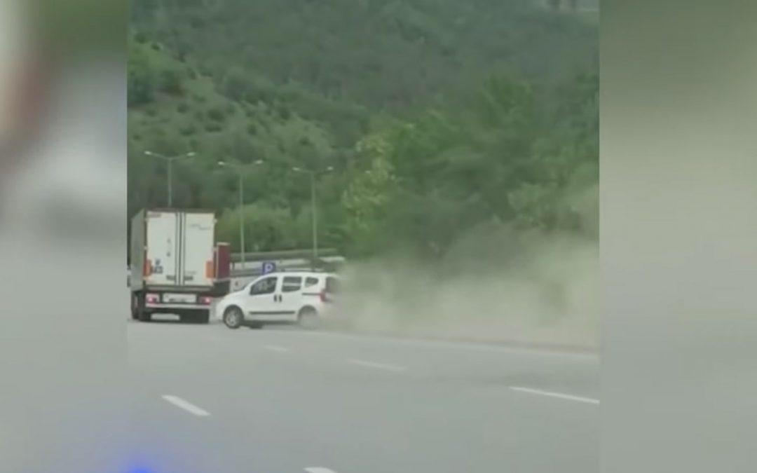 Video – Fiat Qubo zoekt ruzie met vrachtwagen – Autoblog.nl