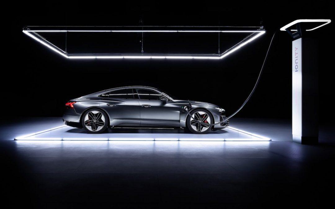 Video – Audi RS e-tron GT versus R8 V10 Plus, wie wint? – Autoblog.nl