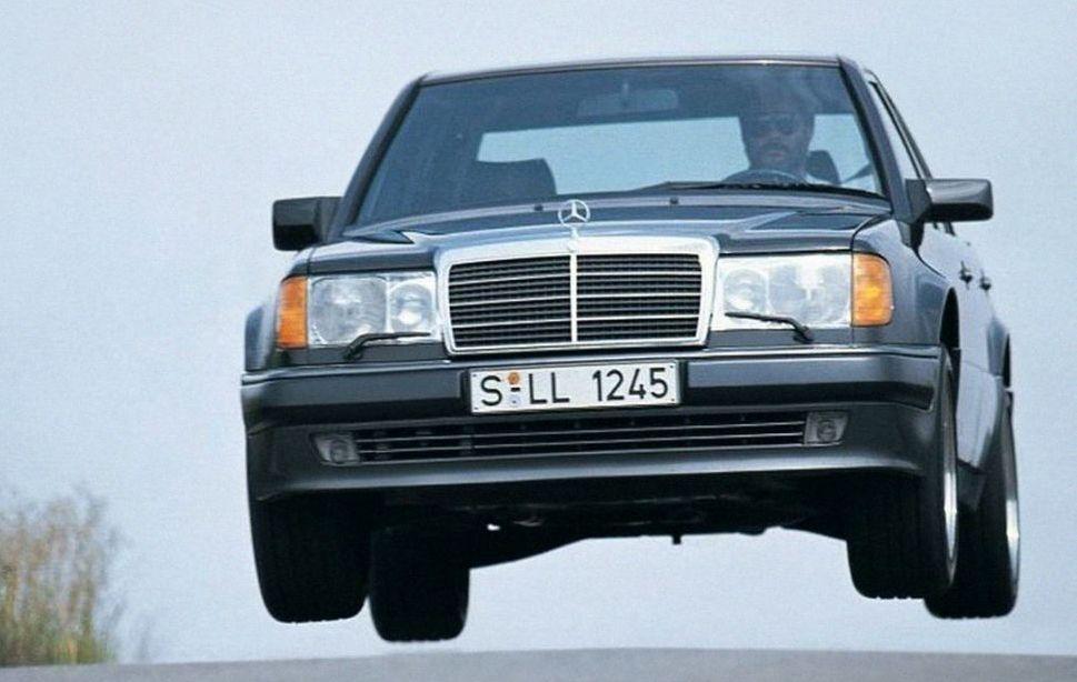 Porsche viert 30ste verjaardag van de Mercedes 500E [video] – Autoblog.nl