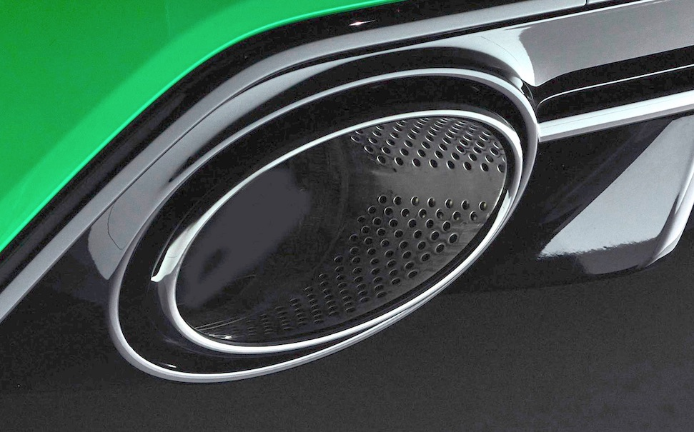 Audi moffelt echte uitlaten RS3 weg voor persfoto's