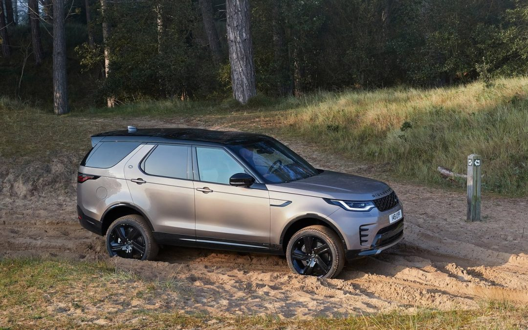 Video – gestolen Land Rover Discovery eindigt op spoor