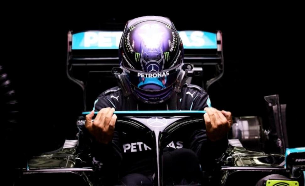 """Red Bull: """"Hamilton moet een raceban krijgen"""""""