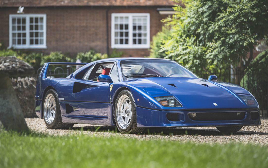 Youtuber veilt blauwe Ferrari F40