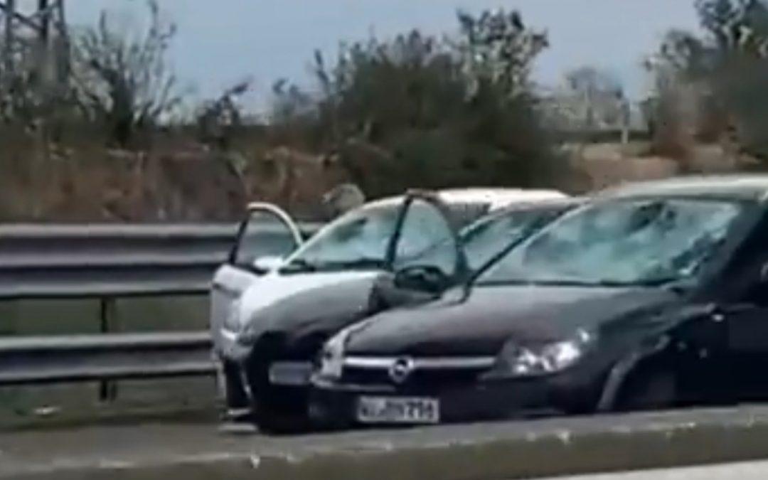 Video: bizarre hagelbui sloopt tientallen auto's