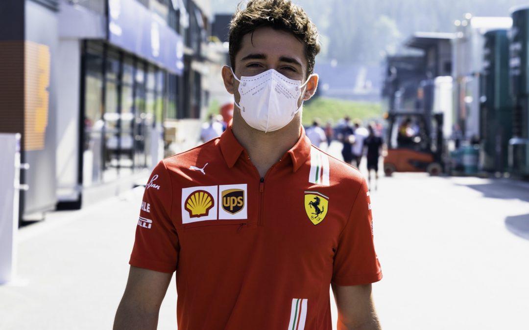 Video: Pérez heeft lak aan regels, duwt Leclerc WEER in het grind – Autoblog.nl