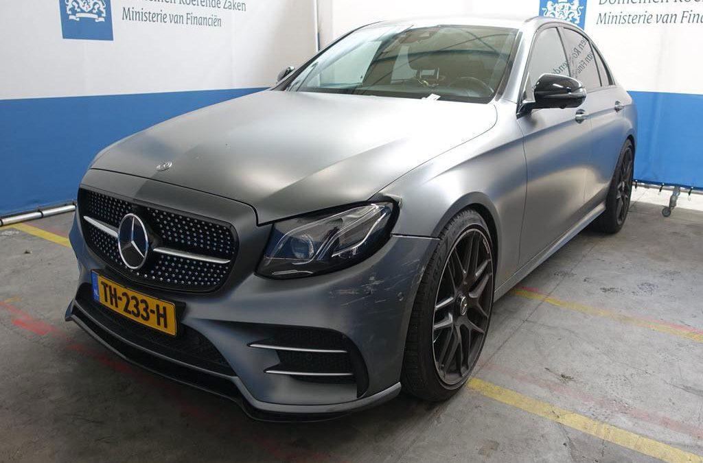 Iemand betaalde een ton (!) voor deze Mercedes bij Domeinen