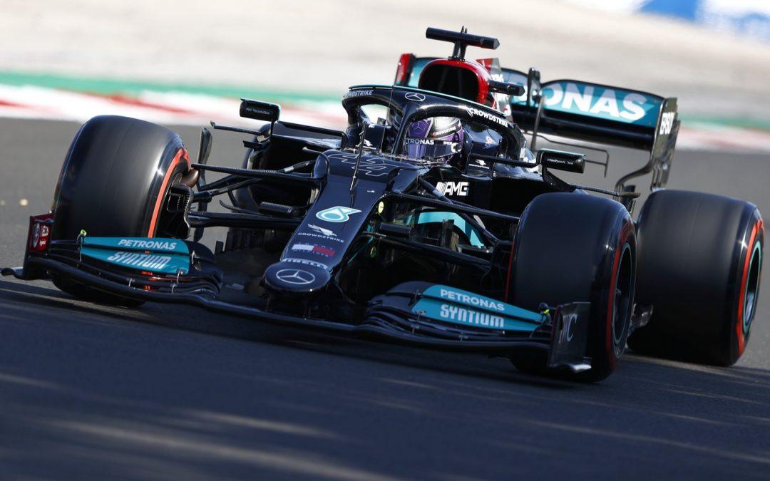 Video: bizarre herstart, Hamilton achteraan!