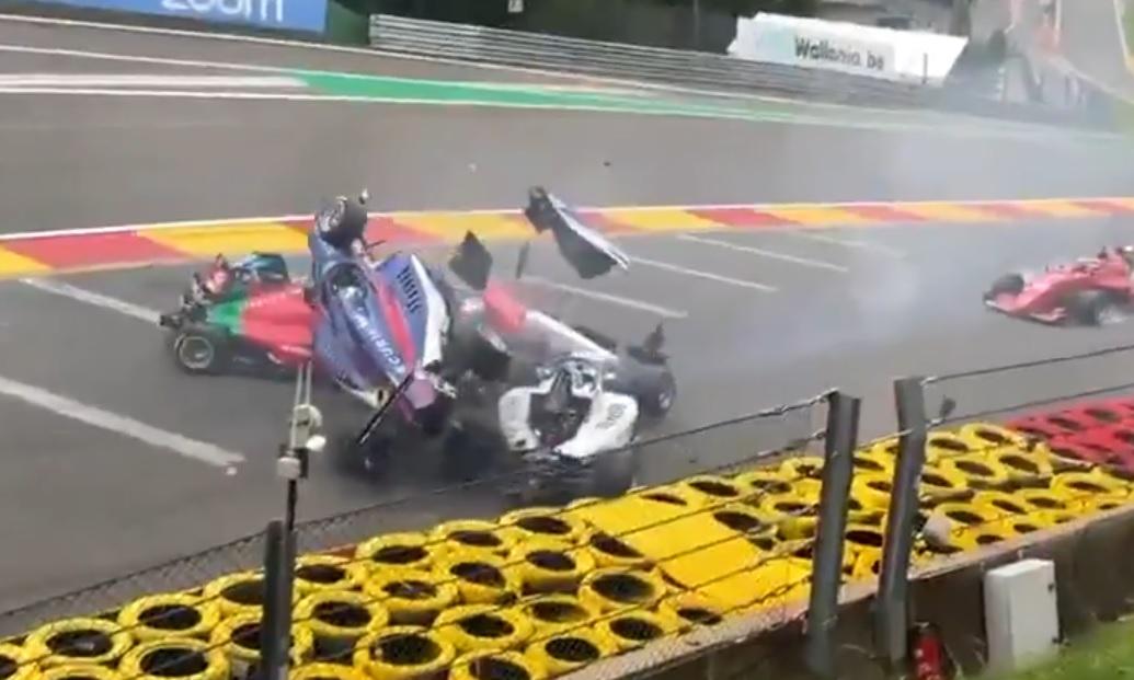 Video – Grote crash in W Series met o.a. Beitske Visser
