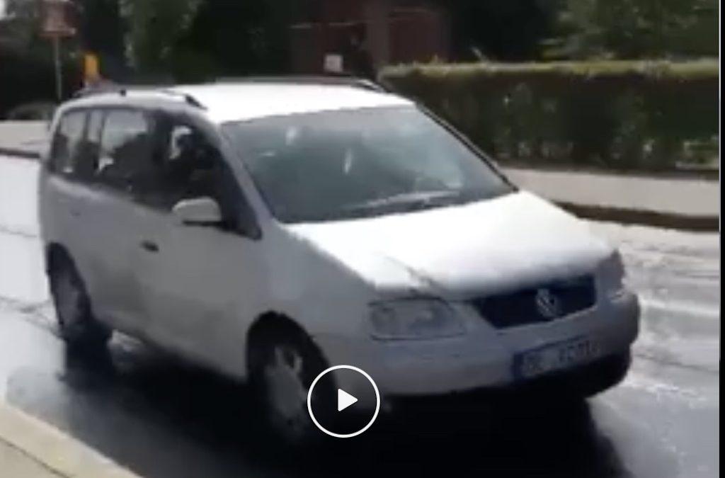Video: Duitser test nieuw asfalt uit