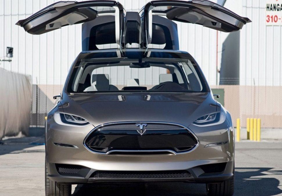 Tesla wil gratis geld zien van andere fabrikanten