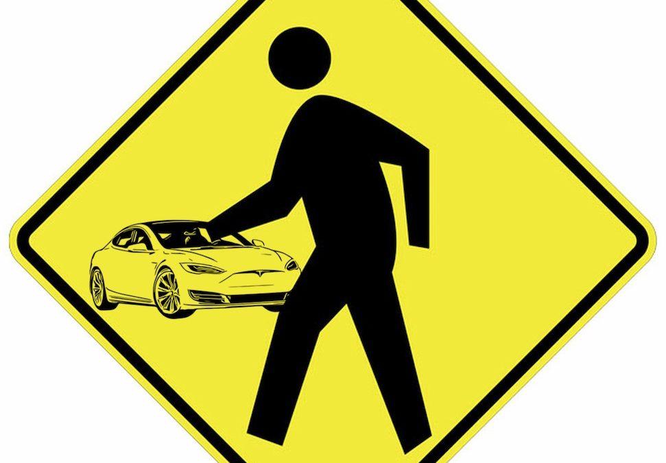 Autonome Tesla valt voetganger aan, video verdwijnt