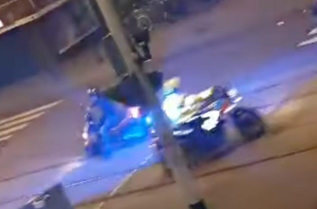 Video: Motoragent wordt gedold in Den Haag