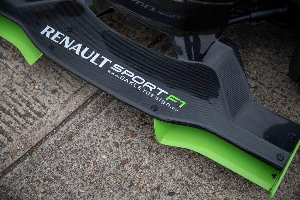 Haal jij ook deze 'F1 auto' occasion naar Nederland?