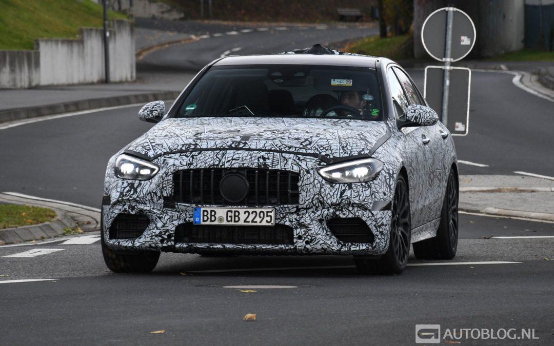 Nieuwe Mercedes-AMG C63 met vierpitter laat zich zien