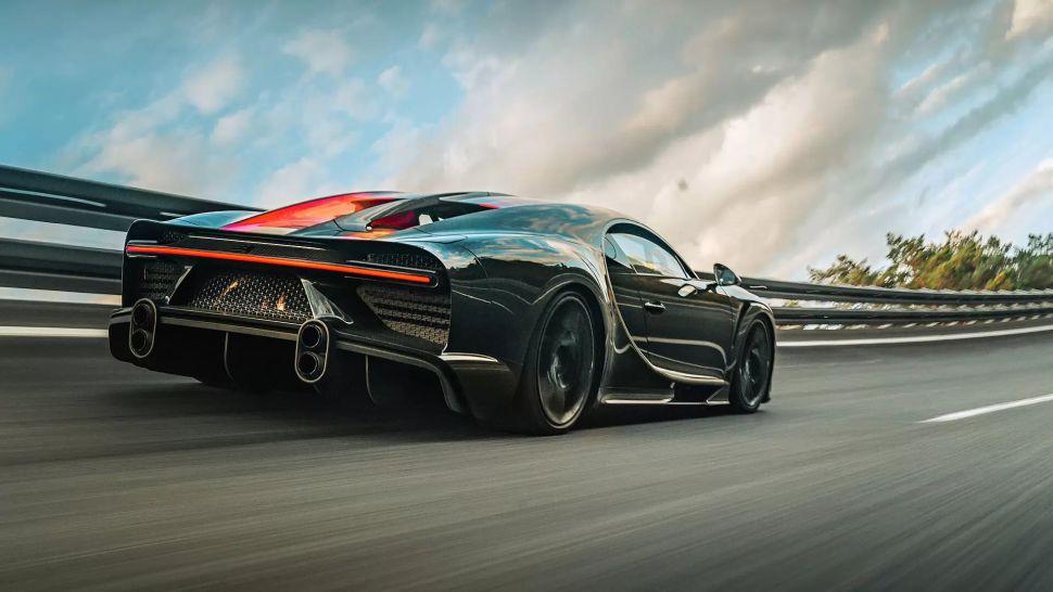 Video: niet 1, maar 2 Bugatti Chiron Super Sport 300+ uit de doos halen